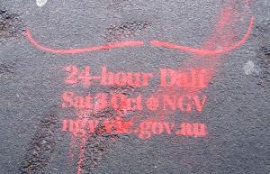 Chalk stencil advertising for Dali