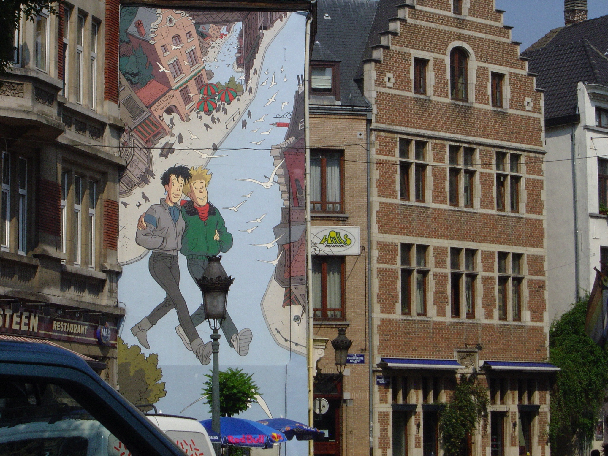The justification for these murals on the basis of Belgium nationalism is  thin; the population and visitors to Brussels enjoy the comic books.